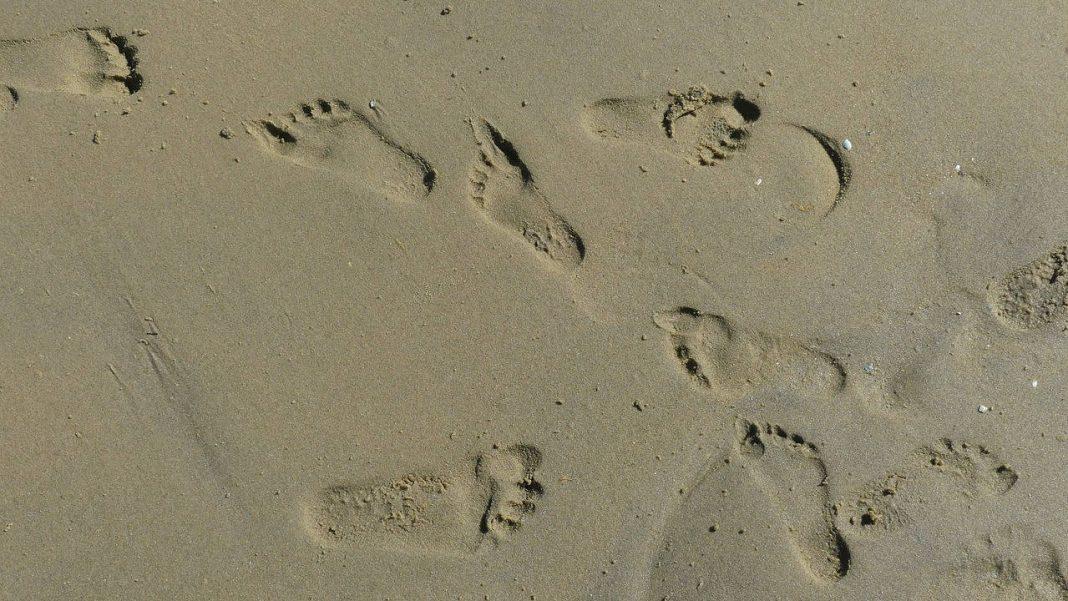 rastro en la arena